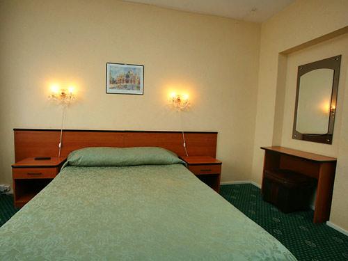Бронирование номера в Салют в Москве.  Цены на проживание в гостинице Салют.  Как добраться до гостиницы Салют.